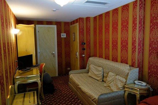 Nice cozy bedroom of Hotel Belle Arti