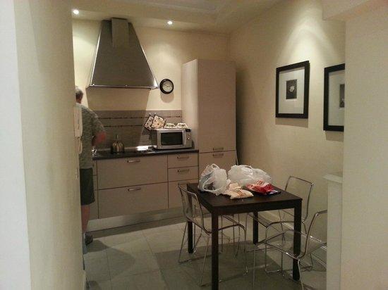 Hotel Cortina: kitchen in unit