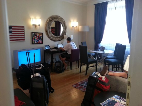 Hotel Cortina: Livingroom