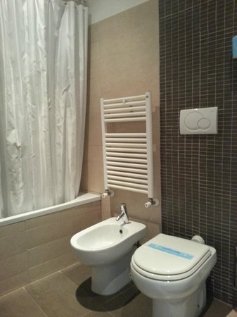 Hotel Cortina: Master Bath