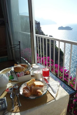 Breakfast of Hotel la Ninfa in Amalfi