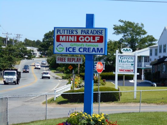 Putter's Paradise: This sign is located outside the course.