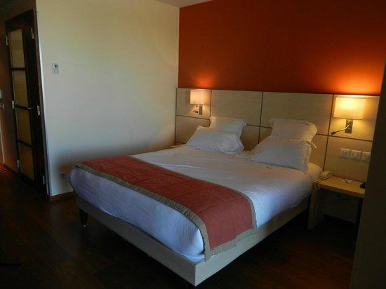Kyriad Prestige Toulon - L S S M - Centre Port : Le grand lit