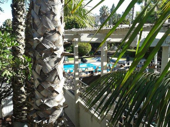 Super 8 Long Beach: Vista dal nostro balcone sulla piscina