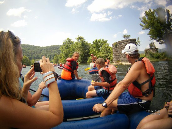 High Mountain Expeditions: Watauga rafting
