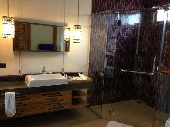 ทรายแก้ว บีช รีสอร์ท: Bathroom... Wow!