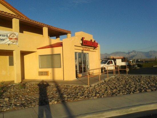 Econo Lodge Inn & Suites: Esterno