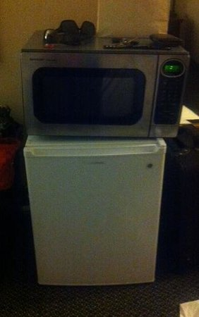 Holiday Inn St. Louis - South County Center: Microwave/Fridge