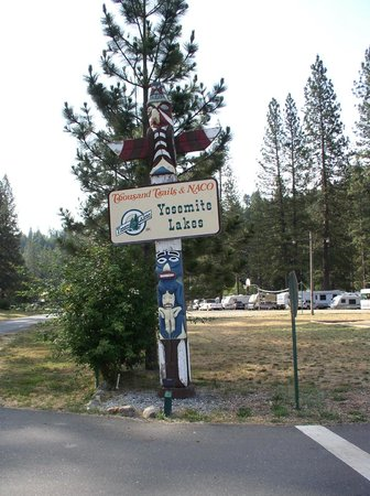 Yosemite Lakes RV Resort: Which way?