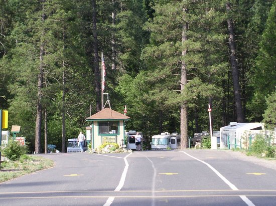 Yosemite Lakes RV Resort: Guard Shack