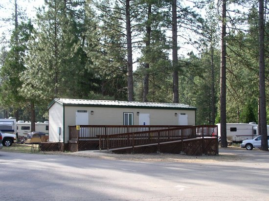 Yosemite Lakes RV Resort: Bathrooms