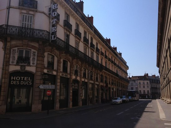 Hotel des Ducs : Street view of hotel