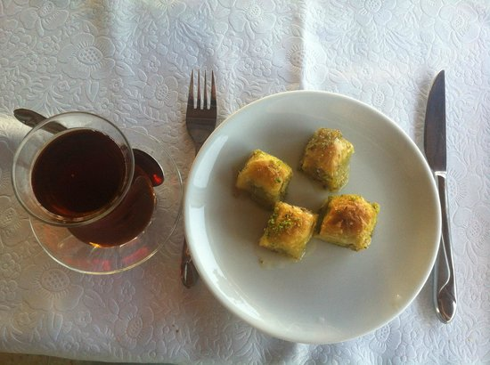 Tandir Cafe Restaurant : Baklava and tea
