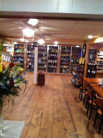 Tami Lynn's Restaurant: Conv Store Area