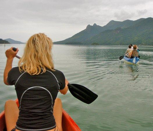 Interacao Ambiental Day Tours: Remando canoas canadenses no Mamangua