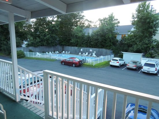 Bar Harbor Villager Motel: pool area