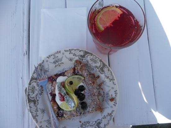 Skafferiet Cafe on Hovinsholm Farm: Two delights!