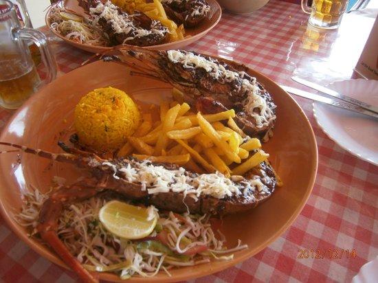 Nanu Resort Goa: Обед в шейке