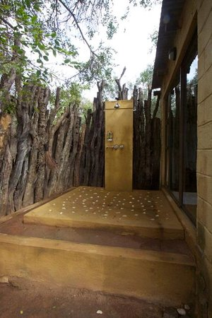 Vuyatela Lodge & Galago Camp: Shower (Chalet 4)