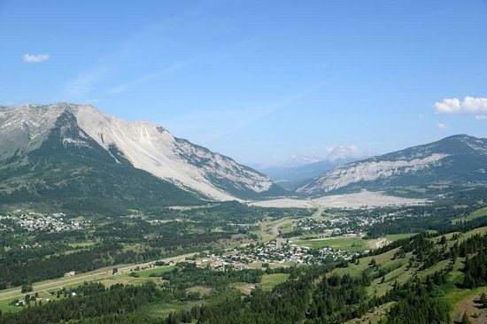 Frank Slide Interpretive Centre: Turtle Mountain and the 1903 Frank Slide