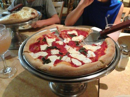 Timbers Restaurant: Margarita pizza