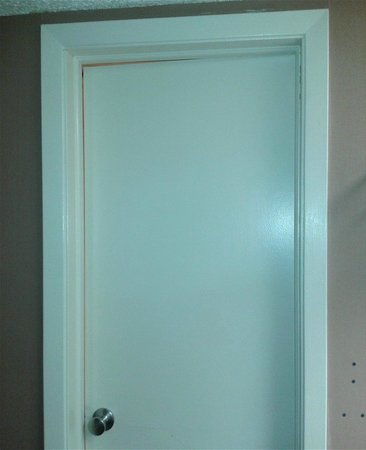 Ramada Columbus Hotel and Conference Center: Bathroom door that wouldn't shut
