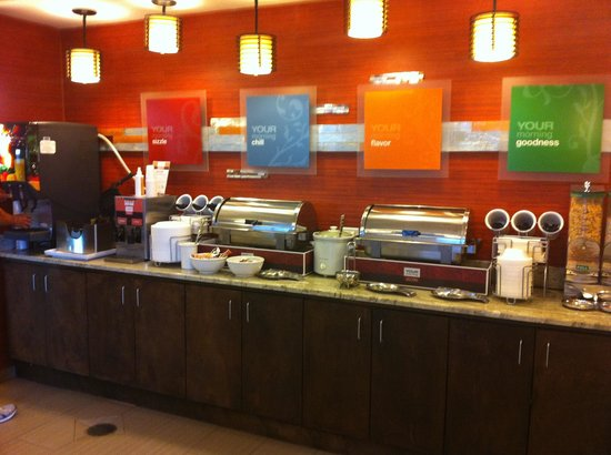 Comfort Suites Natchitoches: Breakfast offerings...