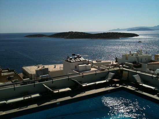 Alantha Apartments Hotel : morning view from the pool