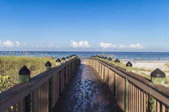 Hyatt Residence Club Sarasota, Siesta Key Beach: Secure walkway to the beach