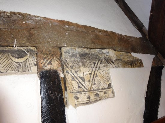 The Royal Hop Pole: Section of painted plaster in room 108