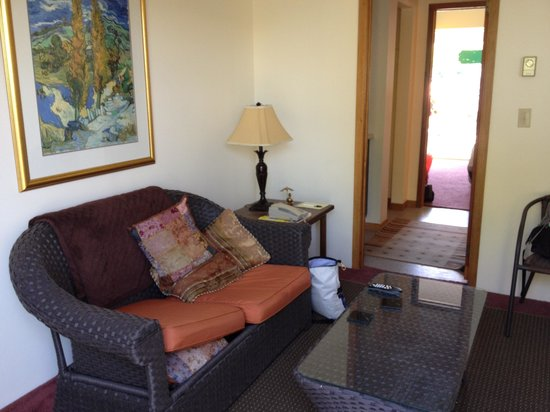 Waterfront Garden Suites: interior of sitting room