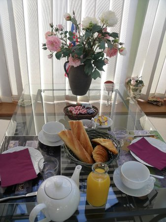 Vaucelles, Frankrig: petit déjeuner