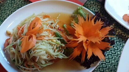 Tom Yam: Papaya Salat