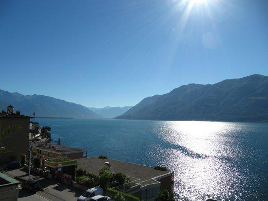 Hotel Garni Morettina : Vue du balcon de la chambre, direction Ascona
