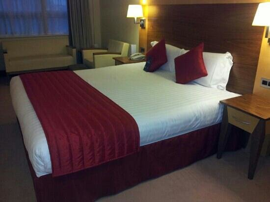Arora Hotel Manchester: Warm Red