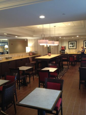 Hampton Inn Boston / Cambridge: Free and substantial breakfast