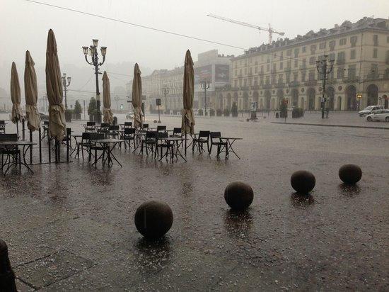 Piazza Vittorio Veneto : Grandine in piazza vittorio
