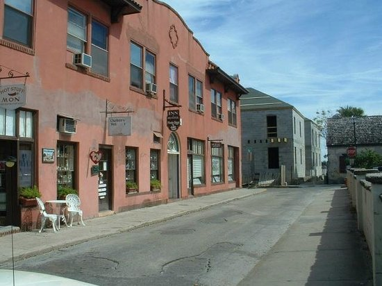 The Pirate Haus Inn : Front of building
