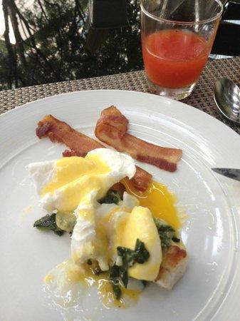 Hansar Bangkok Hotel : Eggs benedict - made to order.