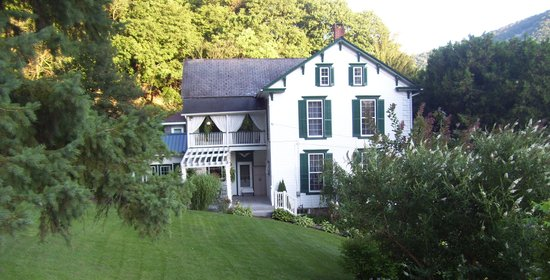 The Briar Rose Bed and Breakfast: Side view