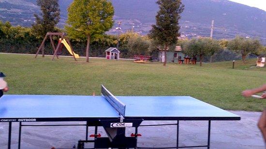 Il Casale di Monica: Giochi per bimbi e campo da pingpong