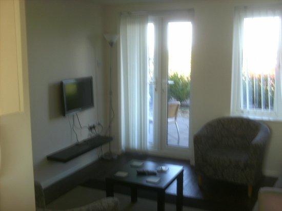 Sand Bay Beach Villas: Lounge Area