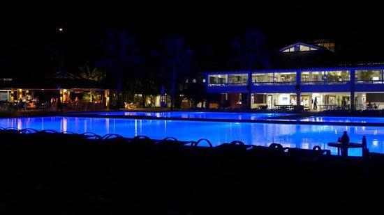 Club Med Rio Das Pedras: Piscina iluminada!