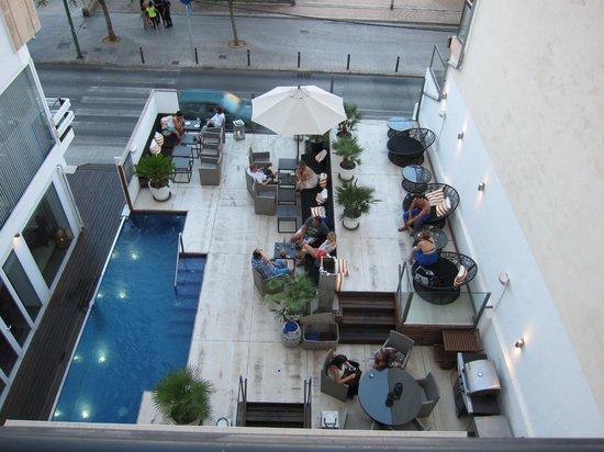 Hotel Feliz: Pool view from room