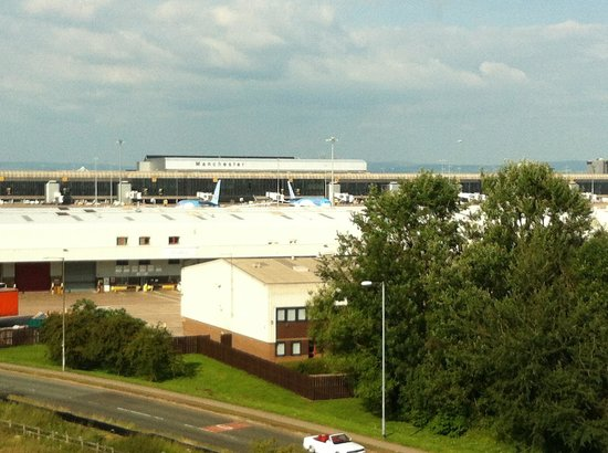 Premier Inn Manchester Airport (M56/J6) Runger Lane North: View from our 6th floor room!