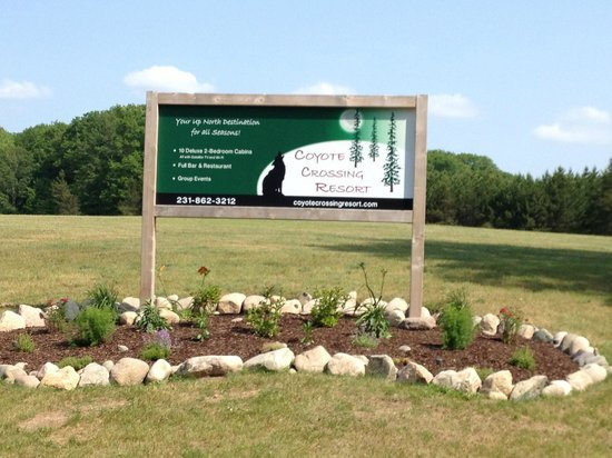 Coyote Crossing Resort : Our front entrance sign.