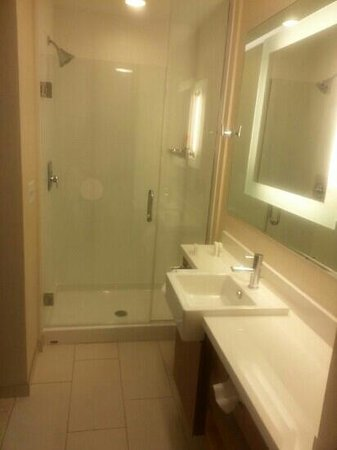SpringHill Suites Coeur d'Alene: loved the bathrooms