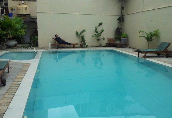 Janaki Hotel : swimming pool