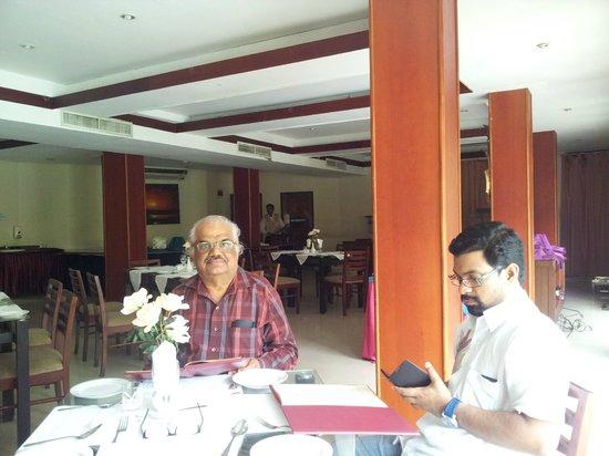 Janaki Hotel : Restaurent