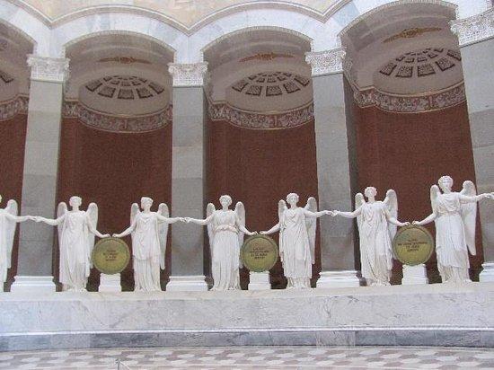 Befreiungshalle Kelheim: victory goddesses